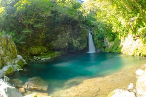 高知県の秘境にある絶景の滝壺「にこ渕」。圧倒的な「仁淀 ...