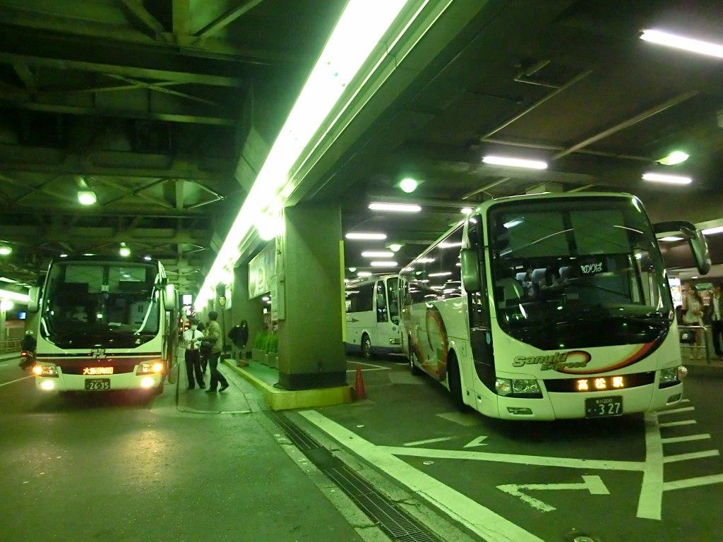 山で働いていた○○が淡々と綴る日記もどき:阪急梅田三番街でバス見物