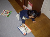 本を散らかす娘1