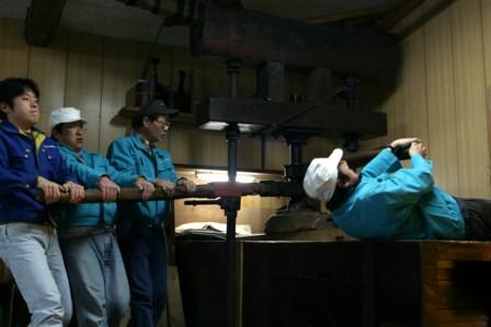 富士玄米黒酢の搾り24