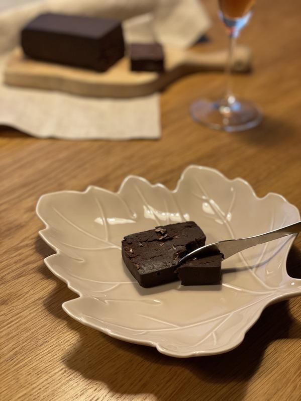 チョコレートテリーヌnero(黒)盛り付け