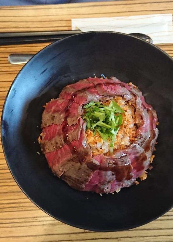 4ステーキ丼