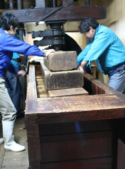 富士玄米黒酢の搾り19