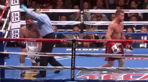 【ボクシング】サウル・アルバレスが3回TKO勝ちで3階級制覇を達成