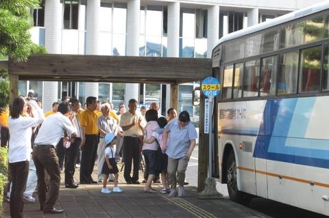 20 バス停贈呈式(南薩養護学校)1-thumb-1024x681-3544