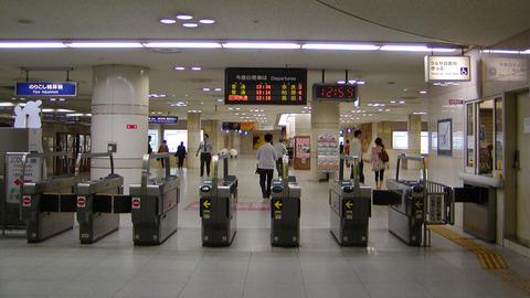 JR難波駅改札口