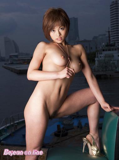 女優008