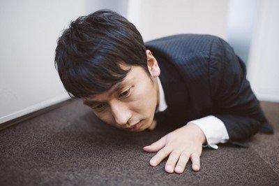 【激震】日本企業「週休2日とは、月に1回2日休める週があるって意味だから!!」