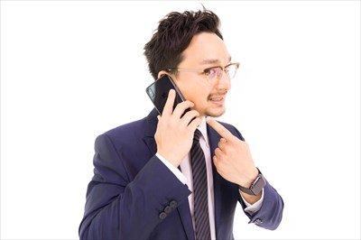ワイ「ん?会社から電話や」 上司「おうワイ君。台風来てるやん?」