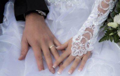 【速報】無事42歳のおばさんと結婚することになりました!