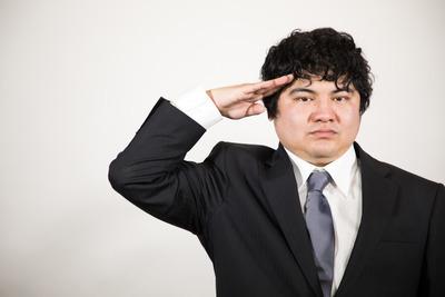 【仕事】ワイ「前から上司きてるやん!挨拶せな!」