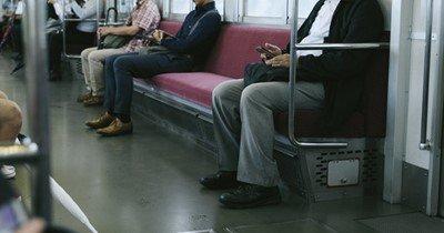 「電車で男が近くに座った時、端に移動する女性の気持ち教えてあげようか?」