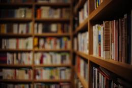 「あ、こいつまともに読書してないな」ってやつの本棚にありがちなことwwwwww