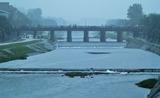 15----雨に霞む三条大橋
