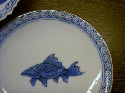 魚文豆皿アップ