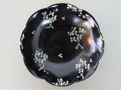 矢島 黒地イロエ花文鉢(青花)
