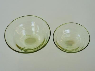 萌黄筋目楕円中鉢・小鉢