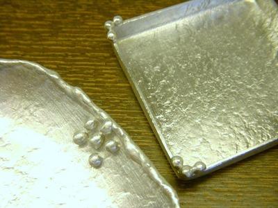 錫皿アップ