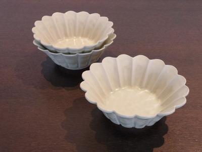 白磁輪花小鉢