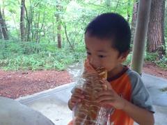 公園でパンを
