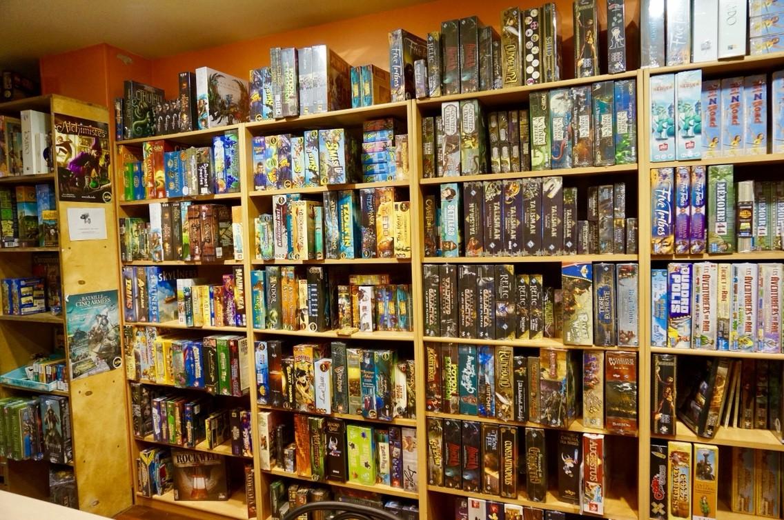 フランス・パリのアナログゲームショップ『Starplayer』へ行ってみた:大箱の棚