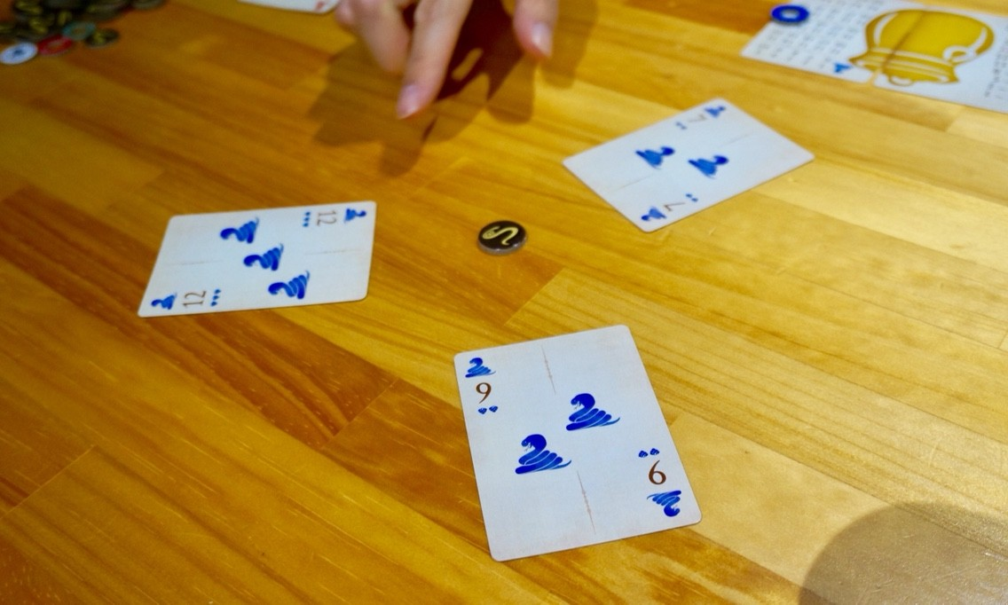 ボードゲームレビュー『コブラズ (Cobras)』:手札のプレイ