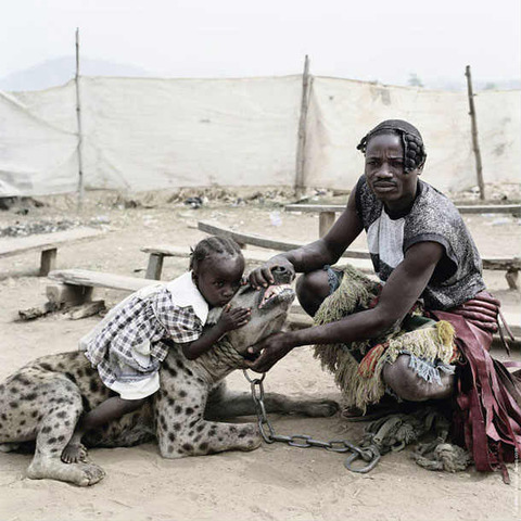 photograher-pieter-hugo-the-hyena-and-other-men-13