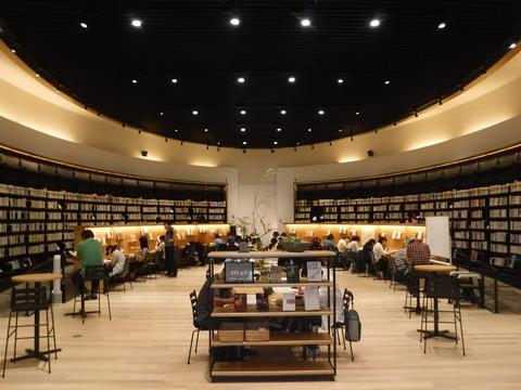 �武雄市図書館 3
