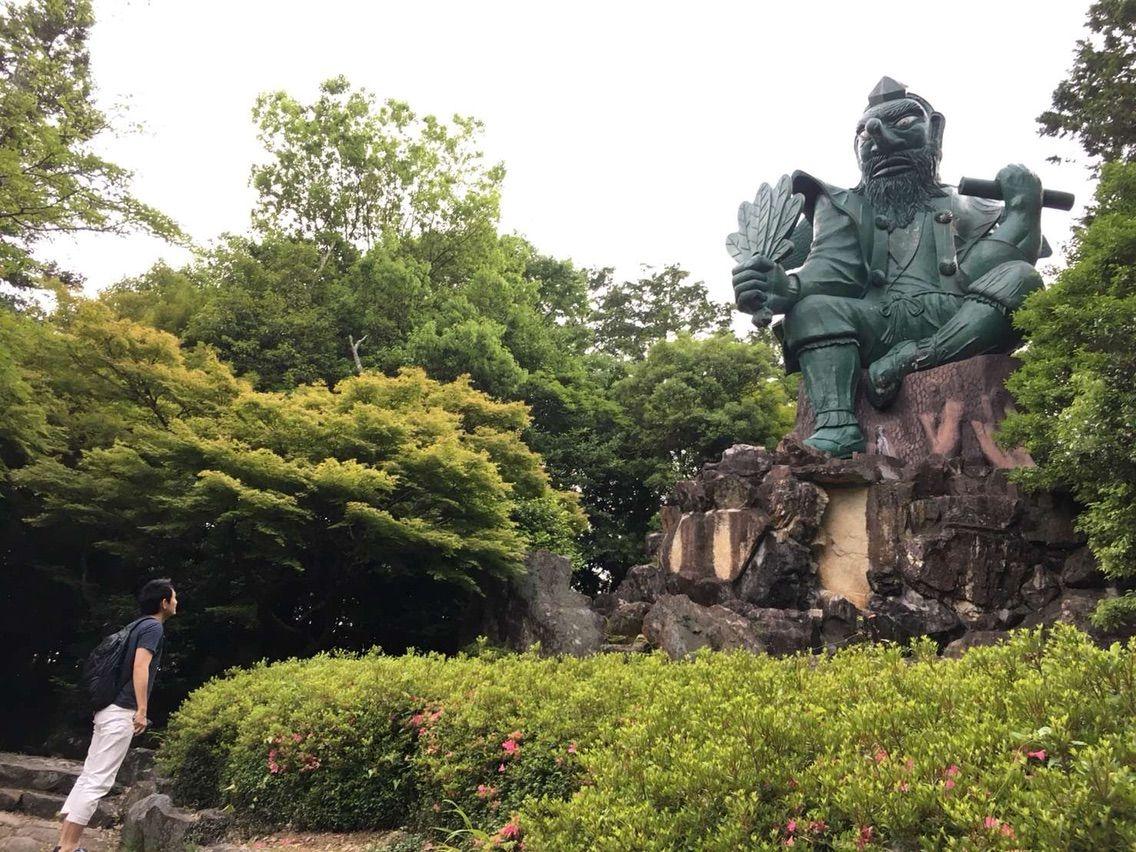 こびの天狗山は荒薙教という新興宗教の施設 : 無宗教のヤツ、ちょっと来い