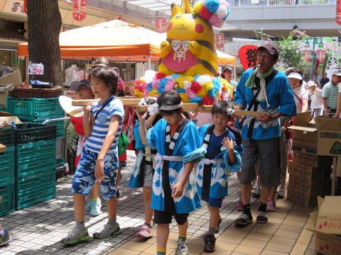 IMG_2013・商店街練り歩き