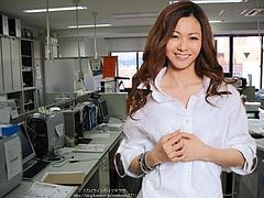 Mai Kuraki in her office