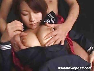 体は小さいけどおっぱいは大きい亜梨ちゃんと濃厚セックス!