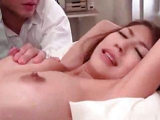 保健室で母乳を搾り出される美人女教師!!