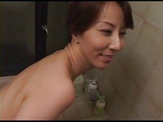 【高坂保奈美】息子を叱っているはずが段々エッチな気分になってくる変態母!