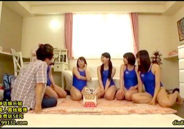 【ハーレム】あまりにも淫乱な水泳部の女子大生!競泳水着でエロい童貞ゲーム!