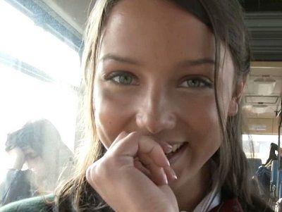 【外国人】18歳金髪美人娘がバスに乗車し人前羞恥セックス|外国人動画