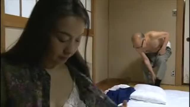 大沢萌【ヘンリー塚本】病で亡くなった息子の嫁を後妻に受け入れるエロドラマ