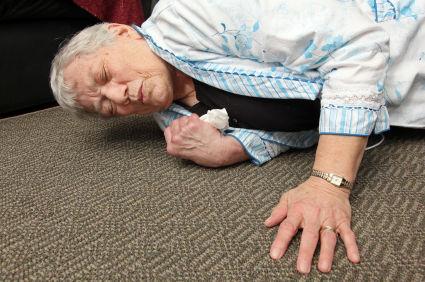【イラッ】向かいのばあちゃん家の電気がついたままなのに気付き行ったら前々日から倒れてた。すぐ搬送したが病院でばあちゃんの嫁に言われた言葉が忘れられない