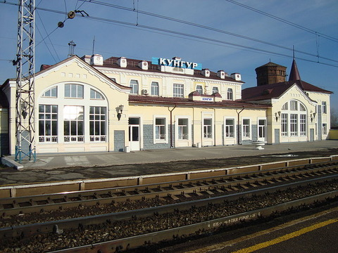 800px-Kungur_station_on_TransSiberian_Railway_2010