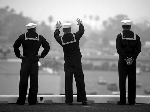 us-navy-sailor-waving-goodbye