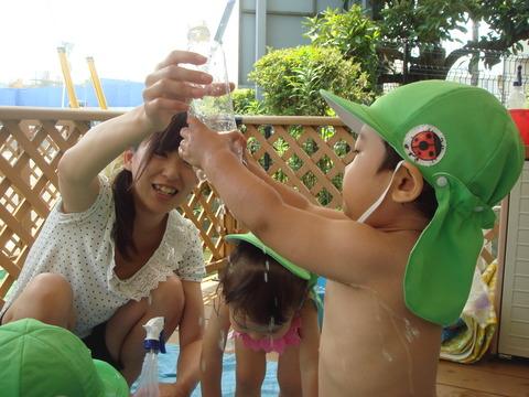 水遊び1歳4