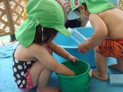 水遊び1歳5