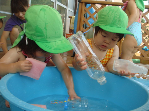 水遊び1歳2