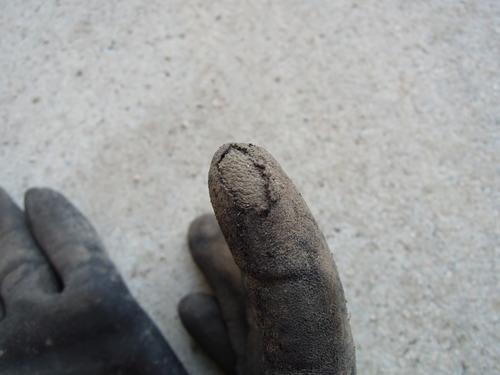 破れた手袋 (2)