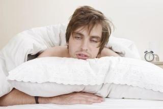 何時間寝ても眠いと言う夫。朝は一人で起きられず、私が起こしてもなかなか起きてくれず…の画像