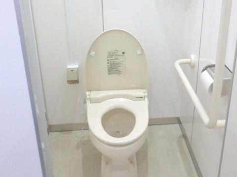 美濃中男子トイレ2