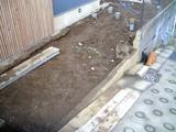 サブ駐車スペースの土の掘り出し