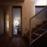階段前からガレージへの通用口