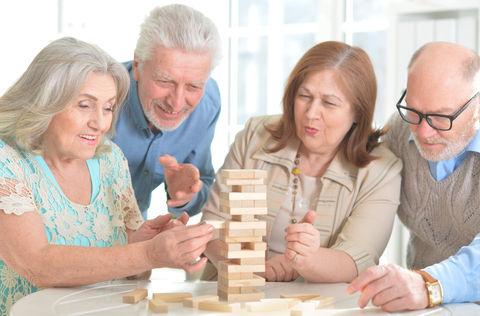 お年寄りとボードゲーム