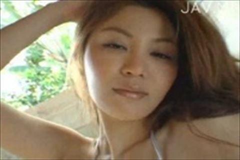 【松金ようこ】巨乳の女の子が赤やシルバーのセクシービキニで舞う着エロイメージビデオ